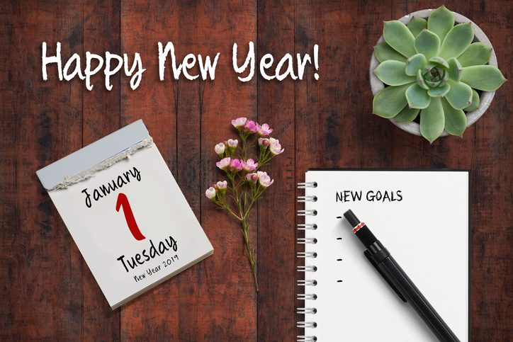 """Gill Insurance  tear-off calendar with 1st of January 2019 and notebook with a checklist of """"new goals"""""""